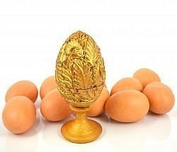 Деревянное яйцо-шкатулка с резными узорами